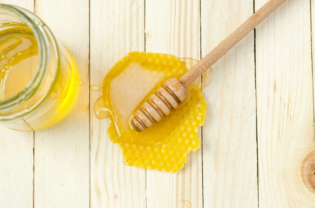 Honey Relieves Cold Symptoms Better Than Antibiotics & OTC Medications [Study]